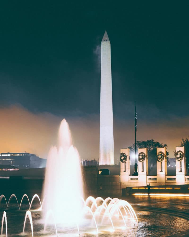 wwii-memorial-with-washington-monument
