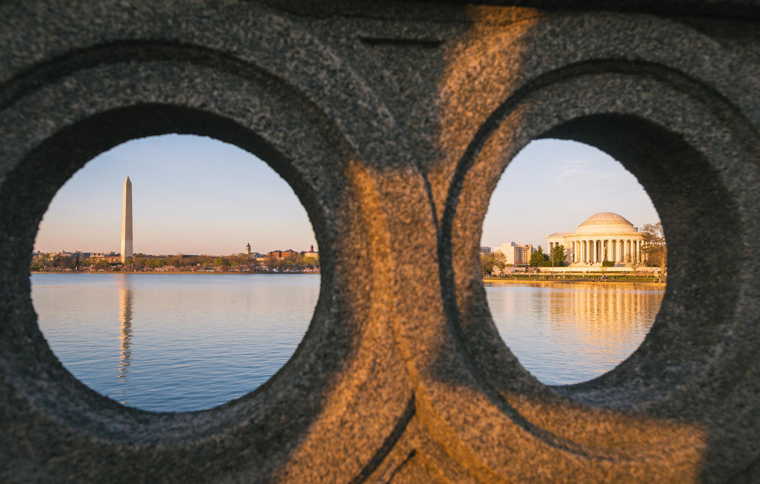 Dc Monuments Through Bridge
