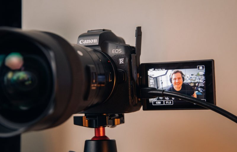 HDMI plugged into the EOS R